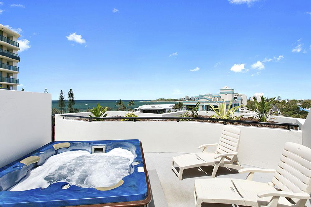 2 Bedroom Rooftop Jacuzzi Apartment